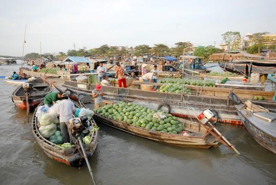 Chợ nổi lớn nhất miền Tây tấp nập nông sản những ngày giáp Tết  - Ảnh 3.