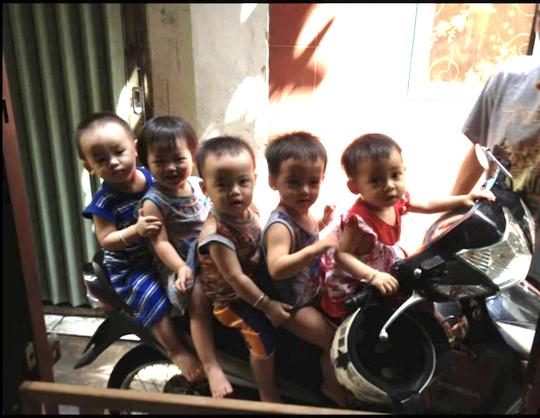 (gui ba hoi dong bai dang ngay 28 Tet)Ca sinh 5 đầu tiên ở Việt Nam bây giờ ra sao? - Ảnh 5.