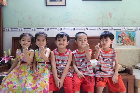 (gui ba hoi dong bai dang ngay 28 Tet)Ca sinh 5 đầu tiên ở Việt Nam bây giờ ra sao? - Ảnh 19.