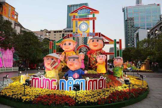 Chủ tịch Quốc Hội bỏ ống heo nghĩa tình ở đường hoa Nguyễn Huệ - Ảnh 9.