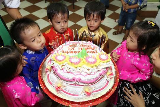 (gui ba hoi dong bai dang ngay 28 Tet)Ca sinh 5 đầu tiên ở Việt Nam bây giờ ra sao? - Ảnh 16.