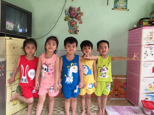 (gui ba hoi dong bai dang ngay 28 Tet)Ca sinh 5 đầu tiên ở Việt Nam bây giờ ra sao? - Ảnh 13.