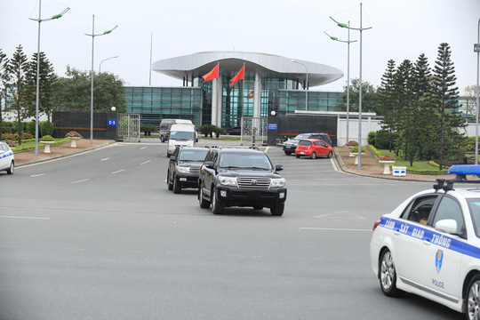 Đoàn xe rời Nội Bài về trung tâm Hà Nội sau khi máy bay Air Koryo của Triều Tiên hạ cánh - Ảnh 4.