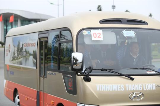 Đoàn xe rời Nội Bài về trung tâm Hà Nội sau khi máy bay Air Koryo của Triều Tiên hạ cánh - Ảnh 8.