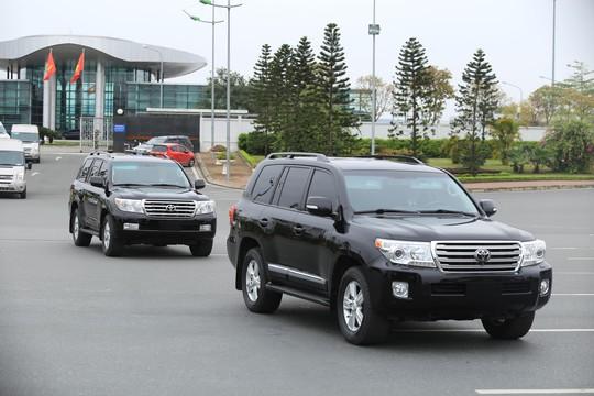 Đoàn xe rời Nội Bài về trung tâm Hà Nội sau khi máy bay Air Koryo của Triều Tiên hạ cánh - Ảnh 5.
