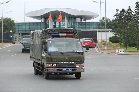 Đoàn xe rời Nội Bài về trung tâm Hà Nội sau khi máy bay Air Koryo của Triều Tiên hạ cánh - Ảnh 9.