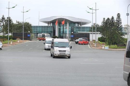 Đoàn xe rời Nội Bài về trung tâm Hà Nội sau khi máy bay Air Koryo của Triều Tiên hạ cánh - Ảnh 10.
