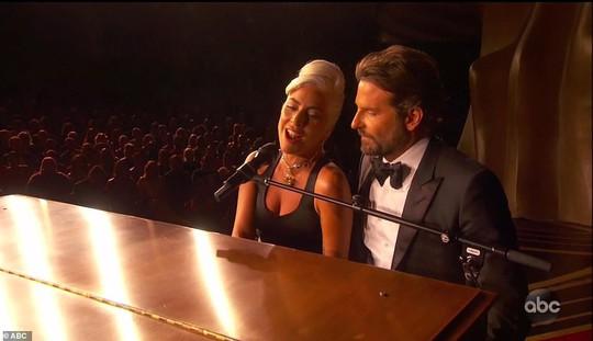 Lady Gaga và Bradley Cooper vướng nghi án phim giả tình thật - Ảnh 4.