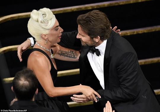 Lady Gaga và Bradley Cooper vướng nghi án phim giả tình thật - Ảnh 7.