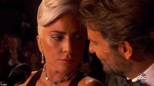 Lady Gaga và Bradley Cooper vướng nghi án phim giả tình thật - Ảnh 5.