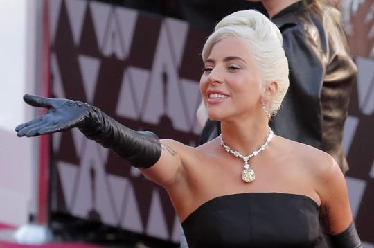 Lady Gaga và Bradley Cooper vướng nghi án phim giả tình thật - Ảnh 10.