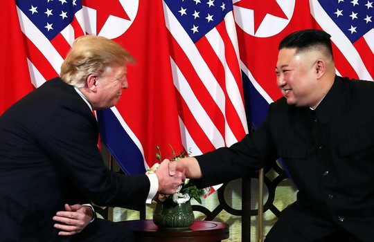 Hội ngộ tại Hà Nội: Hai ông Trump và Kim bắt tay thân tình, trò chuyện cởi mở - Ảnh 11.