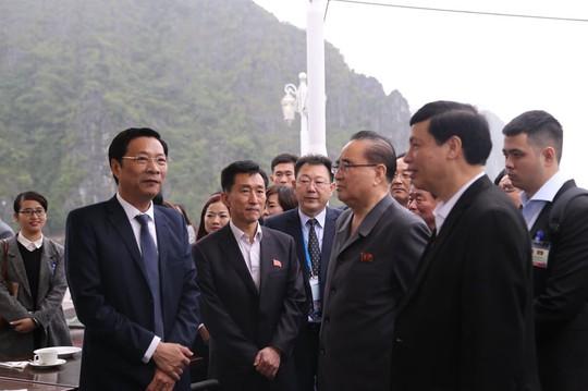 3 phó chủ tịch Đảng Lao động Triều Tiên thăm vịnh Hạ Long - Ảnh 1.