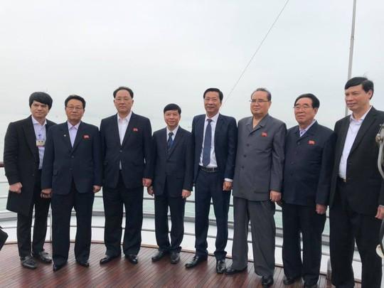 3 phó chủ tịch Đảng Lao động Triều Tiên thăm vịnh Hạ Long - Ảnh 10.