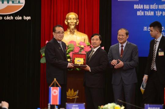 Đến thăm Viettel, lãnh đạo Triều Tiên nói hy vọng có cơ hội giao lưu, hợp tác - Ảnh 3.