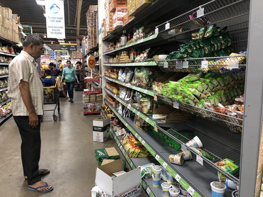Vét sạch siêu thị sáng 30 Tết - Ảnh 8.