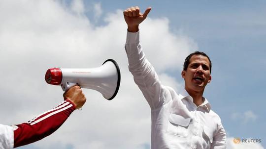 Mất điện sang ngày thứ ba, biểu tình lớn chực chờ Venezuela  - Ảnh 1.