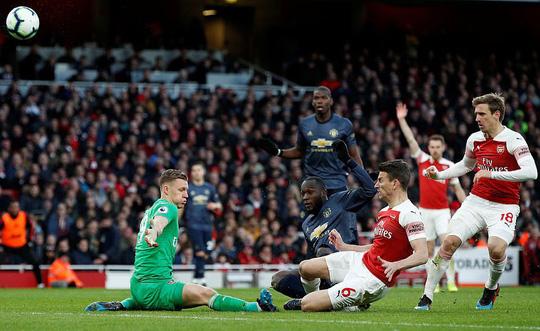 Man United gục ngã trước Arsenal, CĐV tấn công cầu thủ - Ảnh 5.