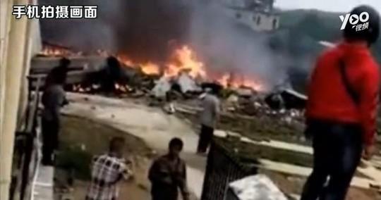 Trung Quốc: Rơi chiến đấu cơ, 2 phi công thiệt mạng - Ảnh 1.