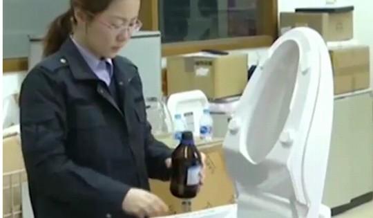 Trung Quốc: Rủi ro điện giật vì bồn cầu thông minh kém chất lượng - Ảnh 1.
