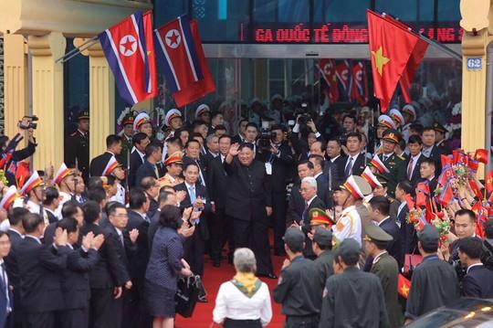 Người dân Đồng Đăng chào tạm biệt Chủ tịch Triều Tiên Kim Jong-un - Ảnh 1.