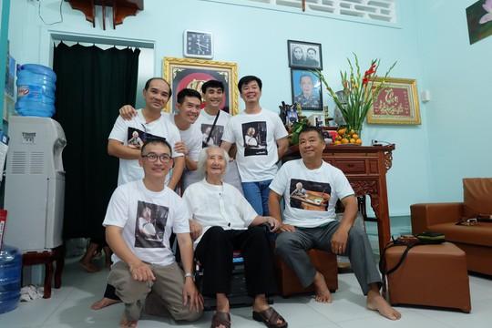 Nhạc sư 101 tuổi mở hiệu đàn dân tộc trên đất sen hồng - Ảnh 3.