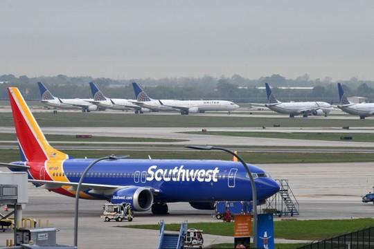 Boeing 737 Max 8 hạ cánh khẩn vì lỗi động cơ - Ảnh 1.