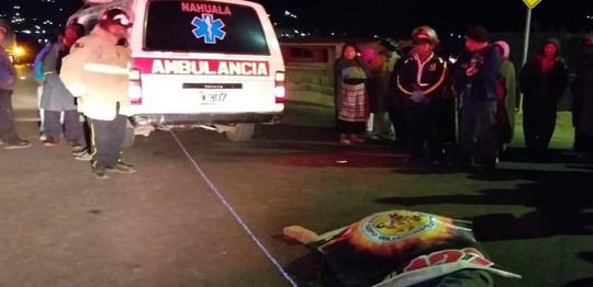 Đứng xem tai nạn xe hơi, 32 người bị xe tải tông chết - Ảnh 1.