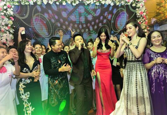 Hoa hậu Tiểu Vy: Người của công chúng dễ bị đem ra so sánh - Ảnh 5.