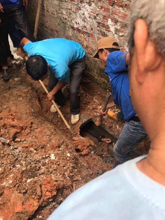 Đào cống dẫn nước thải giải cứu thanh niên ngáo đá chui vào sau gần 1 ngày - Ảnh 1.
