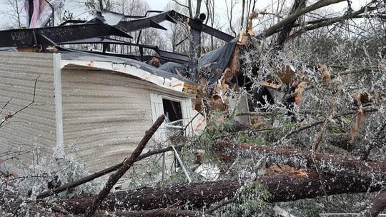Mỹ: Lốc xoáy càn quét, số người chết không ngừng tăng - Ảnh 2.