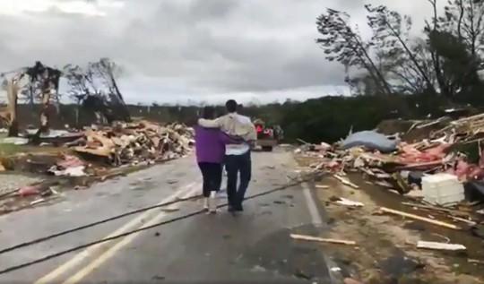 Mỹ: Lốc xoáy càn quét, số người chết không ngừng tăng - Ảnh 4.