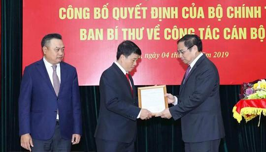 Trao các quyết định của Bộ Chính trị về công tác nhân sự - Ảnh 1.