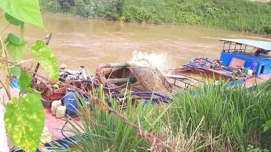 Chấm dứt khai thác cát trên sông Đồng Nai của 3 doanh nghiệp - Ảnh 2.