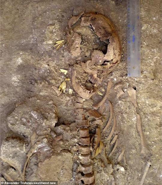 Công chúa Biển Đen ngủ trong mộ cổ đầy châu báu - Ảnh 5.