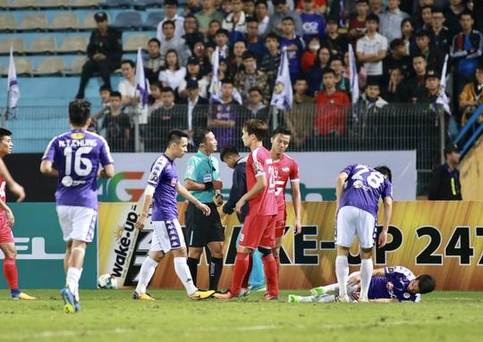 HLV Hà Nội FC đòi phạt thẻ đỏ Quế Ngọc Hải  - Ảnh 2.