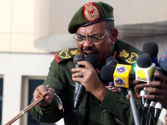 Quân đội Sudan lật đổ tổng thống, lên nắm quyền - Ảnh 1.