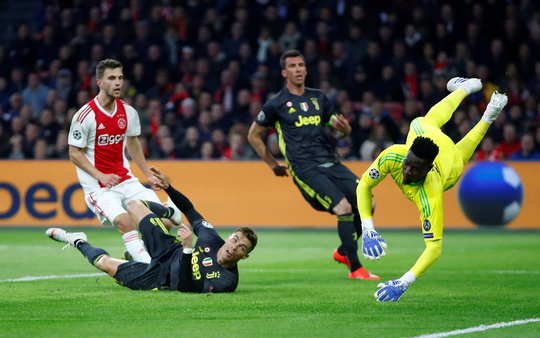 Man United gục ngã sân nhà, Juventus rơi chiến thắng ở Amsterdam - Ảnh 10.