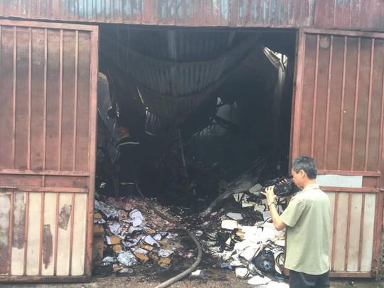 Cận cảnh hiện trường cháy nhà xưởng kinh hoàng, 8 người tử vong và mất tích - Ảnh 2.