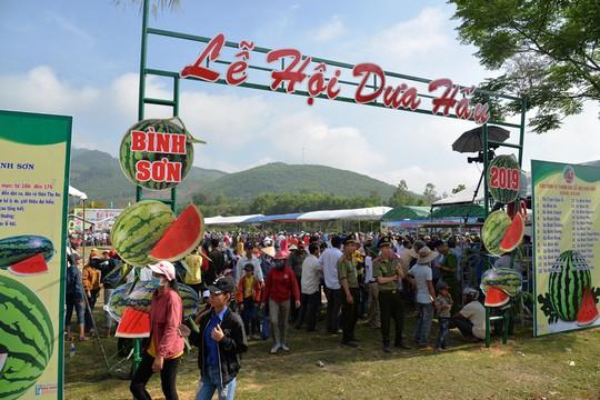 Đặc sắc Lễ hội dưa hấu lần đầu tiên ở Việt Nam - Ảnh 1.