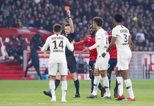 Hàng thủ gieo rắc kinh hoàng, PSG thua đậm sau 19 năm - Ảnh 4.
