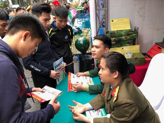 Phóng tay nâng 18-20 điểm để thí sinh Hoà Bình thành thủ khoa, á khoa trường quân đội - Ảnh 1.