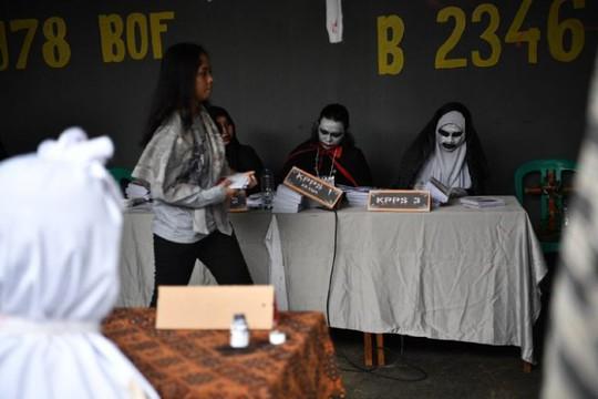 Indonesia dùng ma cà rồng lôi kéo cử tri tới bỏ phiếu - Ảnh 3.