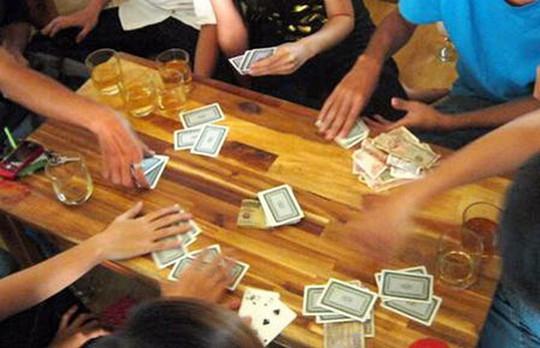 Đi bắt đánh bạc, phó công an xã nhận tiền con bạc - Ảnh 1.