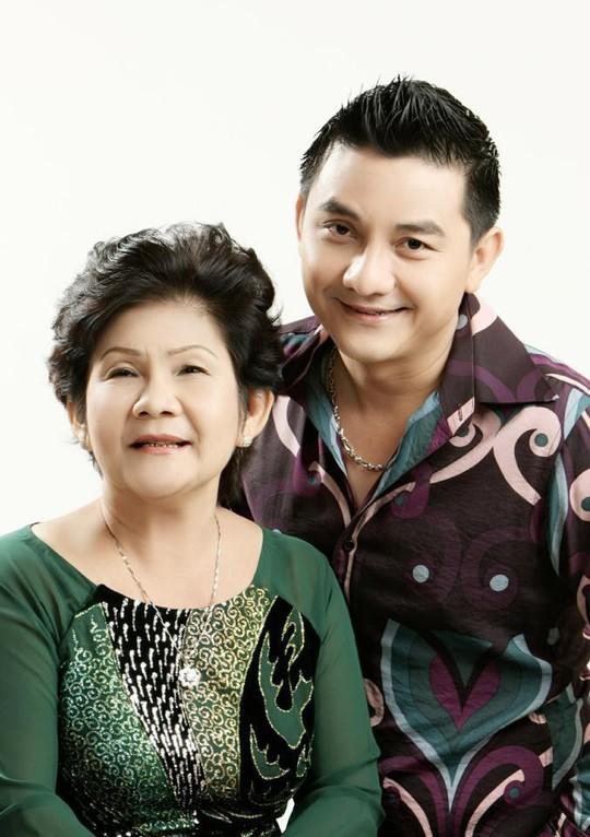 Mẹ của nghệ sĩ Anh Vũ: Thương con cả đời hiếu thảo với mẹ, với gia đình! - Ảnh 1.