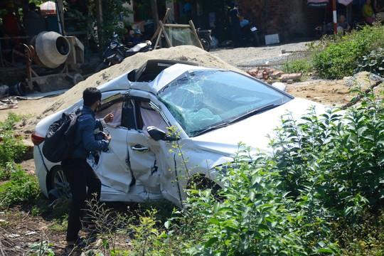 Tàu hỏa tông ôtô, 3 người bị thương nặng - Ảnh 3.