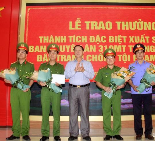 Truy nã quốc tế ông trùm Đài Loan trong vụ bắt giữ 700 kg ma túy đá - Ảnh 1.
