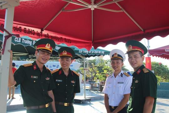 Đặc biệt lễ chào cờ ở Trường Sa của Việt kiều từ khắp nơi trên thế giới - Ảnh 21.