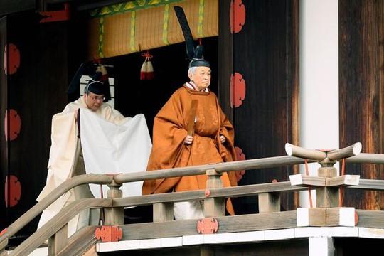 Lễ thoái vị của Nhật Hoàng diễn ra chóng vánh - Ảnh 2.