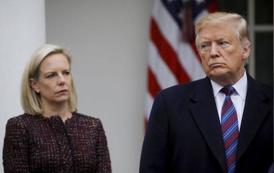 Bộ trưởng an ninh nội địa Mỹ đột ngột từ chức - Ảnh 1.